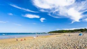 Toeristen op strand Plage DE La Baie DE Launay Stock Foto's