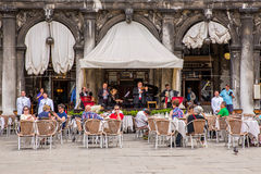 Toeristen in Piazza San Marco, Venetië, Italië Royalty-vrije Stock Afbeelding