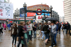 Toeristen in Piccadilly Circus, 2010 Royalty-vrije Stock Afbeeldingen