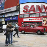Toeristen in Piccadilly Circus, 2010 Stock Foto