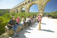 Toeristen in Pont du Gard, Nîmes, Frankrijk Royalty-vrije Stock Foto