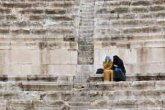 Toeristen in Roman amphitheatre van Amman, Jordanië Royalty-vrije Stock Afbeeldingen