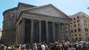 Toeristen rond Pantheon stock footage