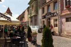 Toeristen in Sibiu Stock Afbeeldingen