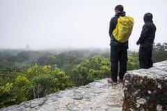 Toeristen in Tikal Royalty-vrije Stock Fotografie