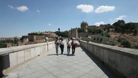 Toeristen in Toledo, Spanje stock footage