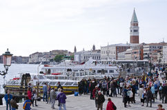 Toeristen in Venetië, Italië Stock Foto