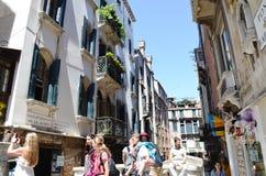 Toeristen in Venetië, Italië stock afbeelding