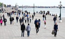 Toeristen in Venetië, Italië Stock Foto's