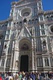 Toeristen voor Cattedrale-Di Santa Maria del Fiore in Florence, Italië royalty-vrije stock foto's