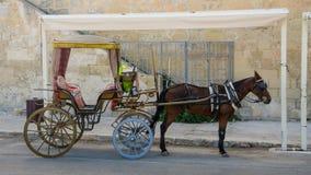 Toeristenblokkenwagen in de Oude Stad van Valletta, Malta Stock Afbeeldingen