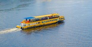 Toeristenboot op de Dnieper-rivier kiev ukraine stock afbeeldingen
