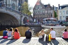 Toeristenboot op de rivier Leie in Gent royalty-vrije stock afbeeldingen