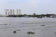 Toeristenboten in de Moekong-rivier royalty-vrije stock foto's