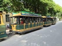 Toeristenbussen in Schonbrunn Stock Foto's