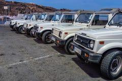 Toeristenjeeps in Mgarr Gozo worden geparkeerd die royalty-vrije stock fotografie