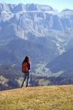 Toeristenmeisje bij het Dolomiet Royalty-vrije Stock Foto's