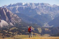 Toeristenmeisje bij het Dolomiet Royalty-vrije Stock Foto