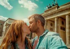 Toeristenpaar in Berlijn stock afbeelding