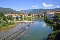 Toeristenstad van ` Bassano del Grappa ` in Italië met Brenta-rivier royalty-vrije stock afbeeldingen