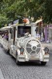 Toeristentrein in de straat in Heviz, Hongarije Royalty-vrije Stock Fotografie