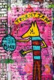 Toeristenval, de kunst van de graffitimuur, Londen het UK stock foto's