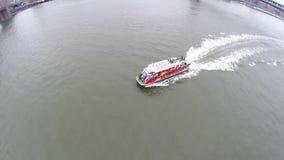 Toeristenveerboot op de Rivier New York van het Oosten Stock Fotografie