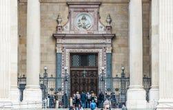 Toeristenvoorzijde van St. Stephen Basiliek royalty-vrije stock afbeeldingen