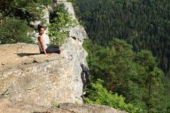 Toeristenzitting bij de rand van de Mening van Thomasin Slowaaks Paradijs Stock Fotografie