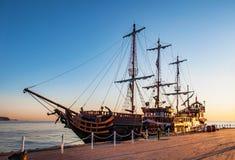 Toeristisch piraatschip stock foto's