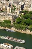 Toeristisch schip op de rivier van de Zegen, Parijs royalty-vrije stock afbeelding