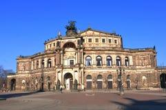 Toeristische attractie: Dresdens herstelde Semper-Opera stock afbeelding