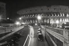 Toeristische de Plaatsbouw van Coliseum de Zwart-witte Rome Italië stock afbeeldingen
