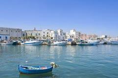 Toeristische Haven van Monopoli. Apulia. stock afbeelding