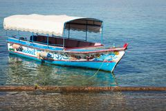 Toeristische schepen op het strand van Aqaba, Jordanië Populaire toevlucht, l Stock Foto