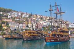 Toeristische Turkse schepen in Alanya royalty-vrije stock foto