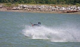 Toeside da equitação de Kitesurfer Foto de Stock