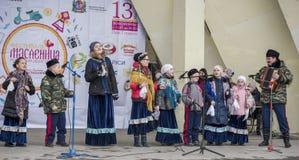 Toespraak door het koor van de kinderen van Maslenitsa in het Park van Gorky Stock Afbeeldingen