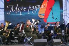 Toespraak door Russisch militair fanfarekorps van de militaire academie van het algemene personeel Stock Afbeelding