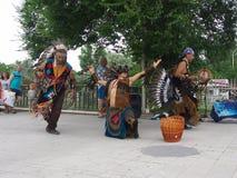 Toespraak van een Indisch etnisch ensemble stock foto
