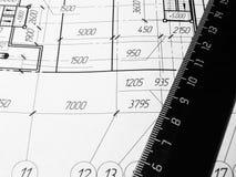 Toestel, schakelnet, potlood en ontwerp Fabrieksproject Op Whatman is het document stati Stock Foto