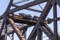 Toestellen, stralen van spoorwegbrug Stock Foto