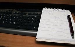 Toetsenbord en het schrijven blok stock fotografie