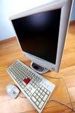 Toetsenbord en monitor bij lijst Royalty-vrije Stock Fotografie