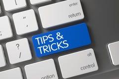 Toetsenbord met Blauwe Sleutel - Uiteinden en Trucs 3d Royalty-vrije Stock Afbeelding