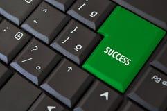 Toetsenbord met een sleutel tot succes Stock Foto's