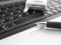 Toetsenbord, pen en mobiele telefoon Royalty-vrije Stock Afbeeldingen