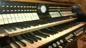Toetsenborden van oud kerkorgaan stock video