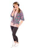 Toevallig meisje dat hoofdtelefoons draagt stock foto