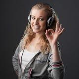 Toevallig muziekmeisje Stock Foto